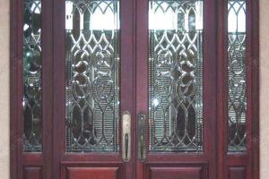 Остекление дверей фацетными витражами