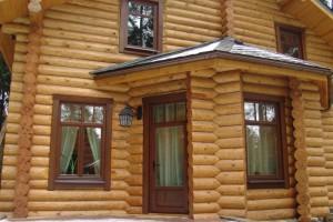 Окна из евробруса в доме сельского типа