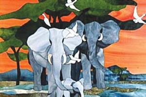 Изображение слонов, выполненное на витраже в технике Тиффани