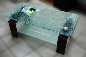 Стеклянный столик с пескоструйным витражом