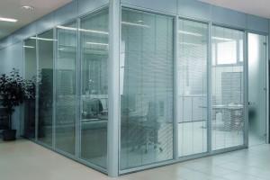 Двери и перегородки из стекла для офиса