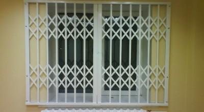 Раздвижные металлические решетки на окна