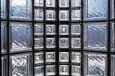 Использование половинчатых стеклоблоков