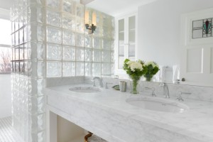 Дизайн помещения со стекляными блоками