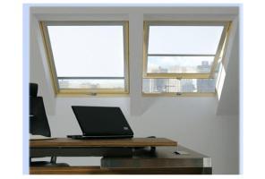 Самоочищающееся окно под углом