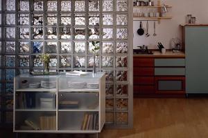 Кухонная перегородка из стеклянных блоков