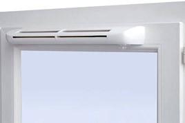 Оконный проветриватель смонтирован на раме окна