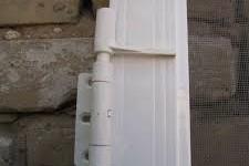 Петли для москитных дверей на балкон