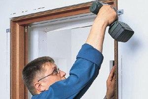 Способы ремонта палстиковой двери