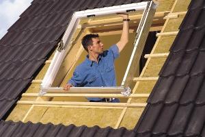 Монтаж оклада к окну Velux