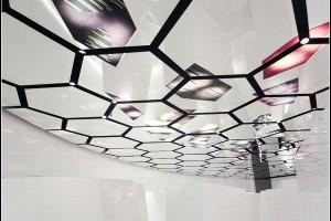 Потолок с эффектом зеркальности