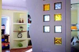 Стеклянные вставки в стене