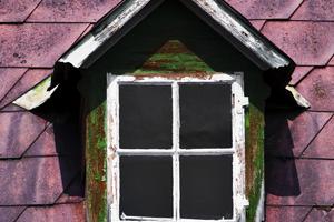 Экстерьер мансардного окна