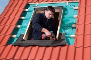 Монтаж оклада к мансардному окну Fakro