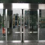 Двери уличные со стеклом