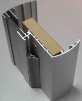 Алюминиевый профиль с уплотнителем, защищающим стеклянную дверь от хлопков, и добором
