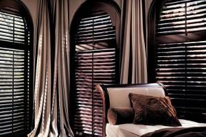 Жалюзи с классическими шторами