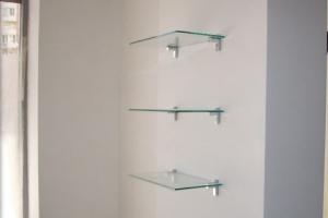 Полки из стекла, навесные на стену