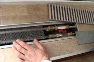 Теплый плинтус с оплёткой из сетки-рабицы