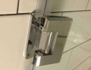 Петли для стеклянной двери в душ