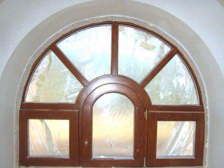 окно из дерева со стеклопакетами нестандартных размеров