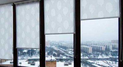 Как крепить рулонные шторы на пластиковые окна.