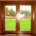 dvuhstvorchatoe-okno-so-steklopaketom-v-derevyannoy-rame-150x150