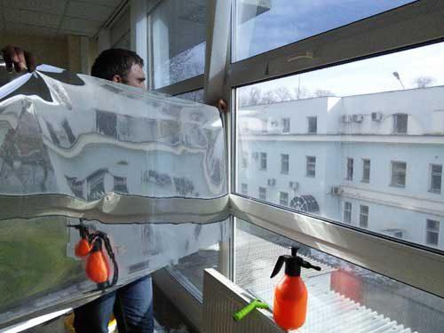 Зеркальные стекла в окнах