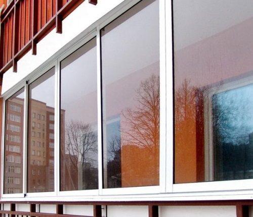 Остеклить балкон алюминием
