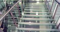 В интерьере каленое стекло