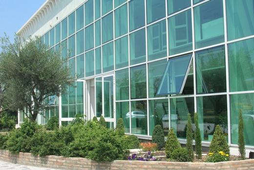Стеклом Pilkington остеклен фасад здания