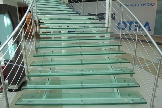 Лестничные ступеньки из калёного стекла
